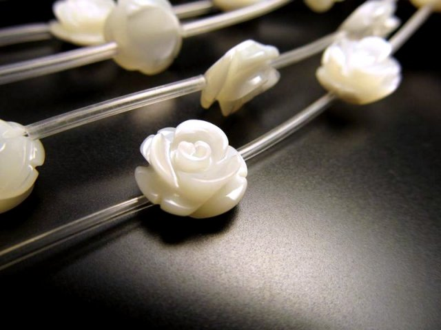 薔薇彫り 10mm 粒売り 1珠 手彫り薔薇彫り マザーオブパール 1珠 バラ売り