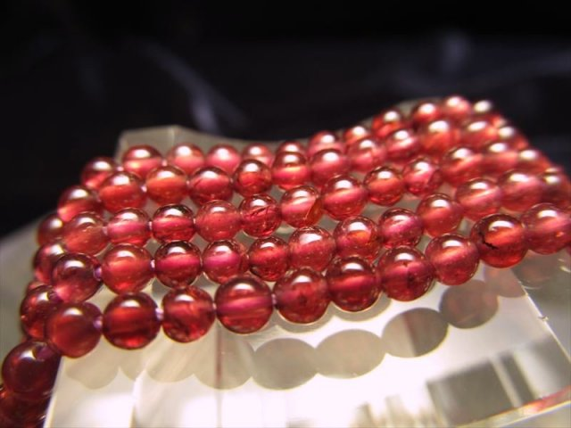 極小サイズ 透明感抜群 一連 ロードライトガーネット 2mm珠 約40cm 穴径約0.6mm
