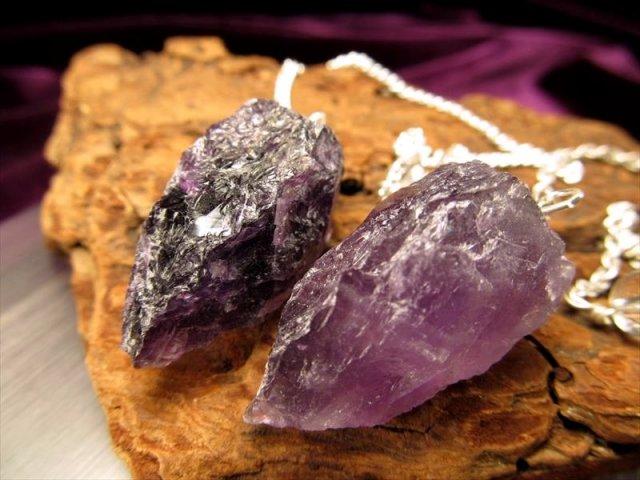 アメジスト(紫水晶)ラフカットペンデュラム 縦約25mm-30mm ナチュラル感抜群 ロッククリスタル 濃厚 ブラジル産