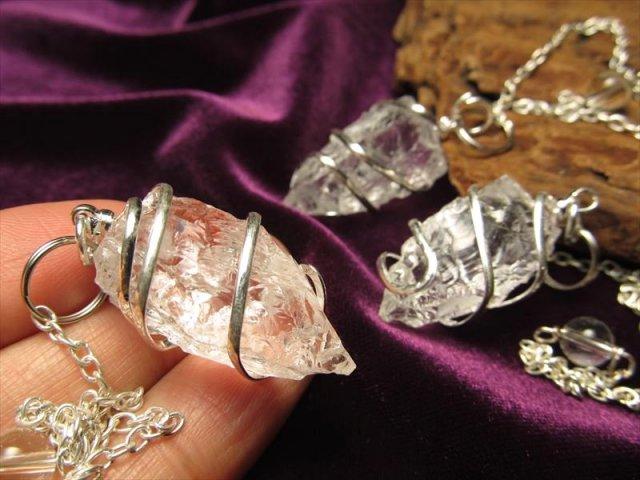 透明 インド産 金具装飾タイプ ヒマラヤ水晶 ラフカットスパイラルペンデュラム 縦約23-30mm