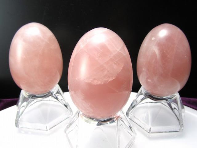 濃いめのピンク ローズクォーツ エッグ型置物 重さ約80g-85g前後 高さ45mm前後 恋愛運の象徴 女子力UP 卵型原石 タマゴ