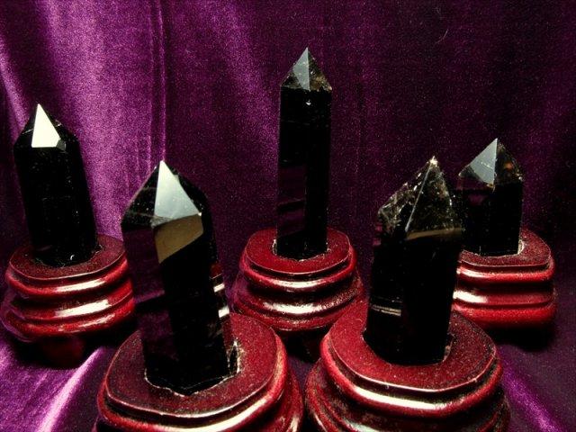 まとめて撮影 黒水晶 モリオン(台付)100g-110g 強力な邪気払い 浄化の黒い水晶 チベット産 黒水晶 モリオン ポイント置物