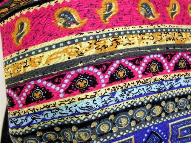 アジアン 布製バッグ (ブルー・ピンク系 エスニック柄) ショルダーバッグ 幅350mm 外ポケット×1 内ポケット×2