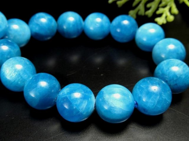 3A スカイブルーグラデーションアパタイト(燐灰石) ブレスレット 10mm-10.5mm×20珠 ブルーとミルキーカラーのグラデーション 調和を象徴する石 キャッツアイ効果有り ブラジル産