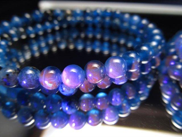 アフガナイト(アフガン石)ブレスレット 約4.5mm×40珠前後 高貴なロイヤルブルー ピンクオレンジに光る蛍光性 アフガニスタン産