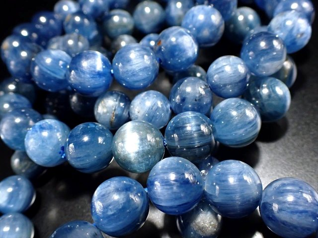 カイヤナイト(藍晶石)ブレスレット 10mm-10.5mm×19珠前後 独立心や探究心を強める石 爽やか濃色ブルー 艶感シラー入り ブラジル産