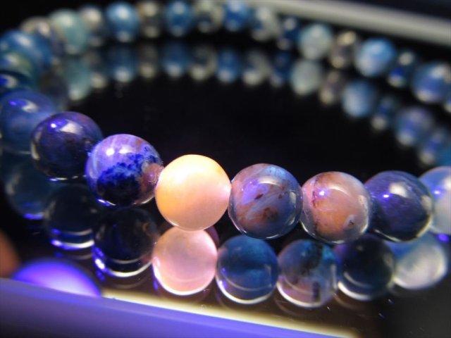 アフガナイト(アフガン石)ブレスレット 約6.5mm×32珠前後 高貴なロイヤルブルー ピンクオレンジに光る蛍光性 アフガニスタン産