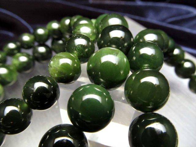 ジェイド(軟玉翡翠ネフライト)ブレスレット 約10mm×19珠前後 つやつや 深い森のようなダークグリーン パキスタン産