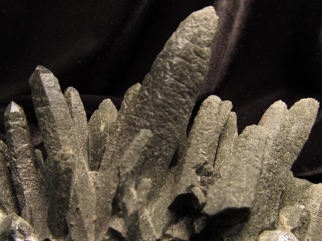 決算SALE プレミア度5 内モンゴル産 水晶クラスター 緑水晶 最大幅約123mm 約497g プレミア度5 厳選1点物 キングオブクォーツ モンゴル産