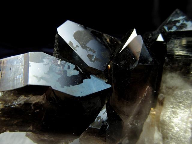 ファントム入り アーカンソー州産 モリオン 結晶クラスター 最大幅105mm 重さ200g 貴重な漆黒の美結晶 最強の魔除け・邪気払いの石 高品質!艶々黒水晶 一点もの アメリカ・アーカンソー州産