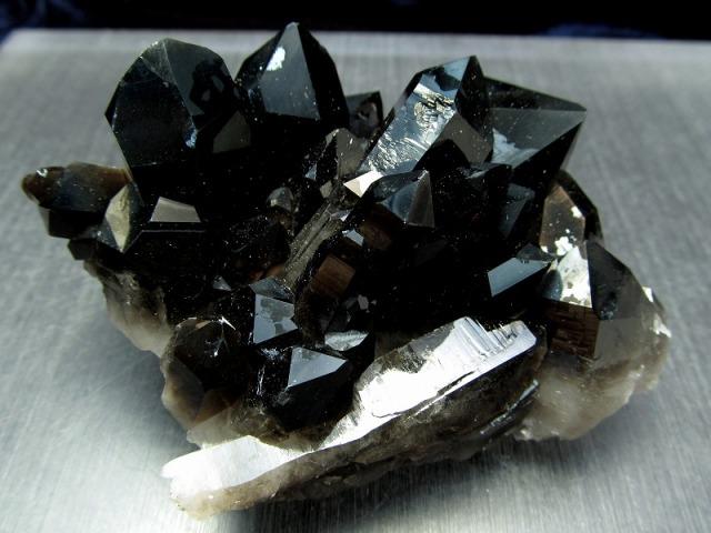 アーカンソー州産 モリオン 結晶クラスター 最大幅84mm 重さ193g 貴重な漆黒の美結晶 最強の魔除け・邪気払いの石 高品質!艶々黒水晶 一点もの アメリカ・アーカンソー州産