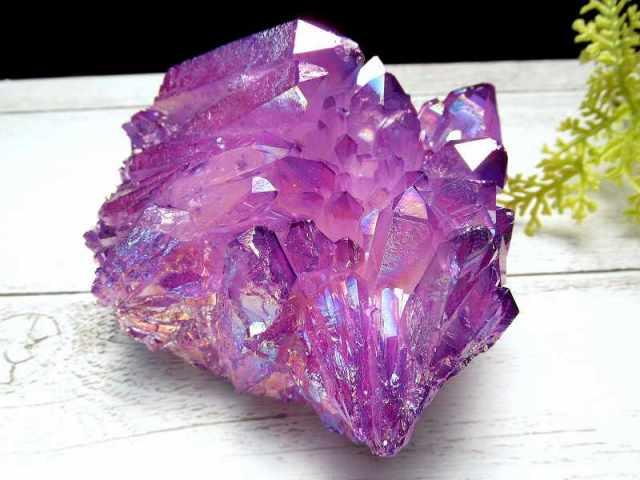 カリスマオーラ パープルオーラ 水晶 クラスター 重さ351g 蒸着水晶 つやつや キラキラ 第七チャクラの色 一点もの 四川省・雲南省産