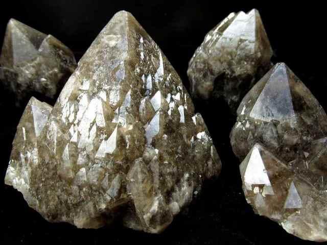 1個売り 龍鱗タイプ モリオン(黒水晶)クラスター 重さ約80g-100g 最強の魔除け・邪気払いの石 内モンゴル産