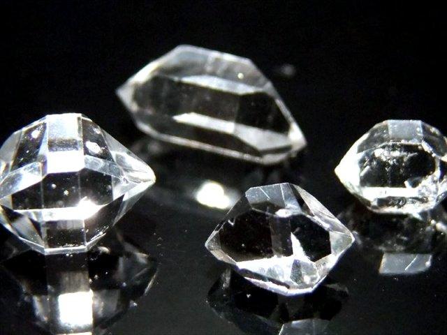 超透明ロイヤルクラス(1個売り) ハーキマーダイアモンド単結晶 重さ0.6g-0.8g 一つ一つ手作業による採掘です ハーキマー水晶 レア産地・パキスタン産