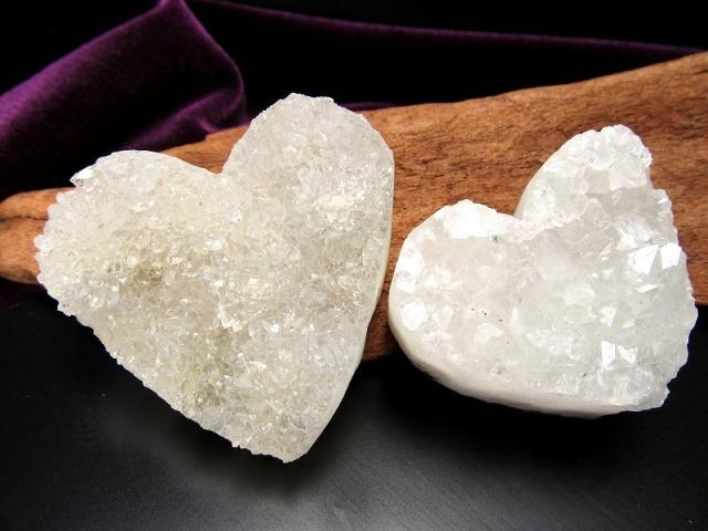 現品撮影の10個 ハート型 ホワイトカルサイト 結晶 原石 最大幅40mm-50mm キラキラ 強力な浄化の石 方解石 インテリアにも ブラジル産