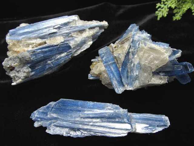 カイヤナイト 原石 重さ約120g-140g 1個売り 独立心や探究心を強める石 爽快なブルーとホワイトのコントラスト 藍晶石 ブラジル産