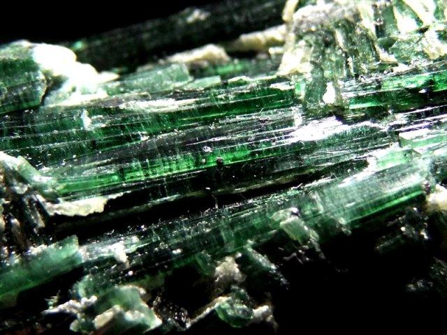 目利きに挑戦 激レア・透明 クロムダイオプサイト 結晶原石 重さ 76g 知恵と叡智を高める石 艶のある深緑 クロム透輝石 パキスタン・ギルギットバルティスタン産