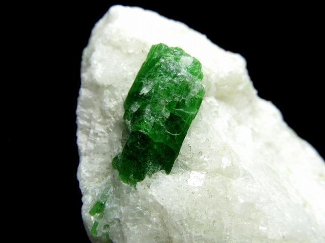 パルガサイト(パーガサイト) 原石 母岩付き 重さ95g 幅72mm 母岩付き原石 パーガス閃石 パルガス閃石 レアストーン 一点物 パキスタン産
