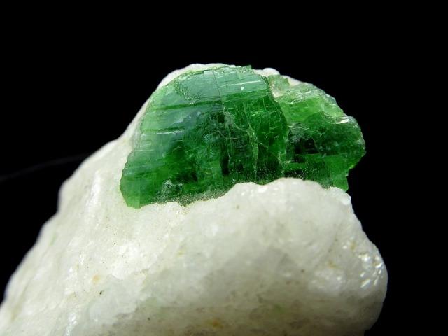 パルガサイト(パーガサイト) 原石 母岩付き 重さ115g 幅69mm 母岩付き原石 パーガス閃石 パルガス閃石 レアストーン 一点物 パキスタン産