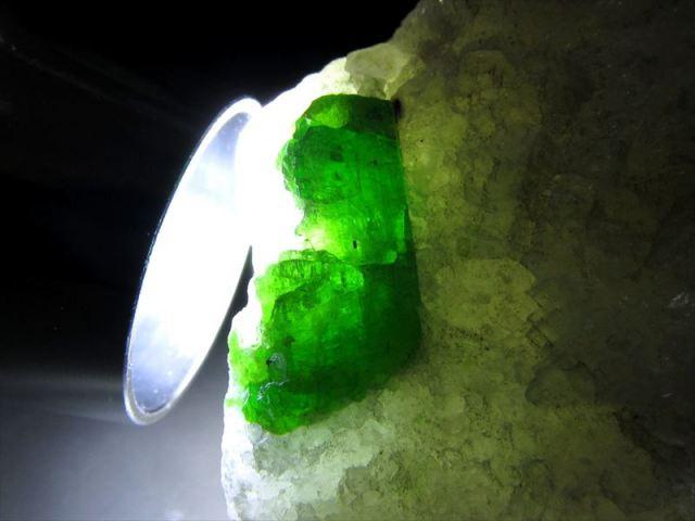 パルガサイト(パーガサイト) 原石 母岩付き 重さ118g 幅50mm 母岩付き原石 パーガス閃石 パルガス閃石 レアストーン 一点物 パキスタン産