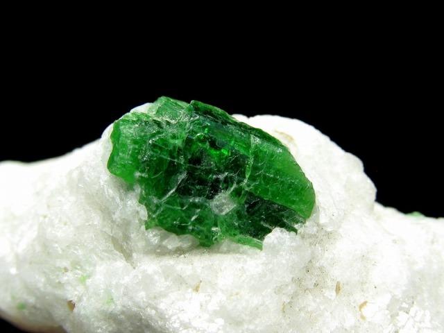 パルガサイト(パーガサイト) 原石 母岩付き 重さ123g 幅69mm 母岩付き原石 パーガス閃石 パルガス閃石 レアストーン 一点物 パキスタン産