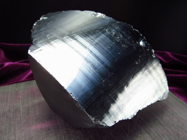 テラヘルツ鉱石 原石 最大幅118mm 482g つやつや光沢 話題の 高純度 テラヘルツ 鉱石 2020年 検査機関にて検査済み 本物保証 返品保証