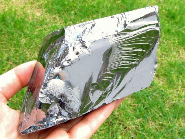テラヘルツ鉱石 原石 最大幅114mm 694g つやつや光沢 話題の 高純度 テラヘルツ 鉱石 2020年 検査機関にて検査済み 本物保証 返品保証