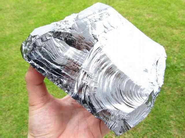 テラヘルツ鉱石 原石 最大幅128mm 重さ832g つやつや光沢 話題の 高純度 テラヘルツ 鉱石 2020年 検査機関にて検査済み 本物保証 返品保証