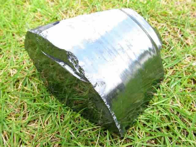 テラヘルツ鉱石 原石 最大幅99mm 重さ635g つやつや光沢 話題の 高純度 テラヘルツ 鉱石 2020年 検査機関にて検査済み 本物保証 返品保証