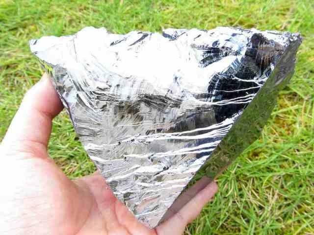 テラヘルツ鉱石 原石 最大幅119mm 重さ445g つやつや光沢 話題の 高純度 テラヘルツ 鉱石 2020年 検査機関にて検査済み 本物保証 返品保証