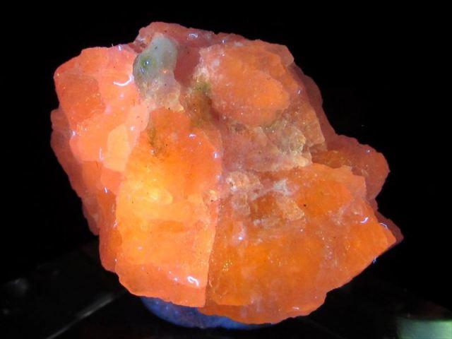 大人気のコレクターストーン くっきり変色 ハックマナイト(ハックマン石)原石 ケース付き 最大幅約21mm 重さ2.9g 紫外線で色が変化する不思議な石 ポジティブ思考を促す石 一点もの アフガニスタン産