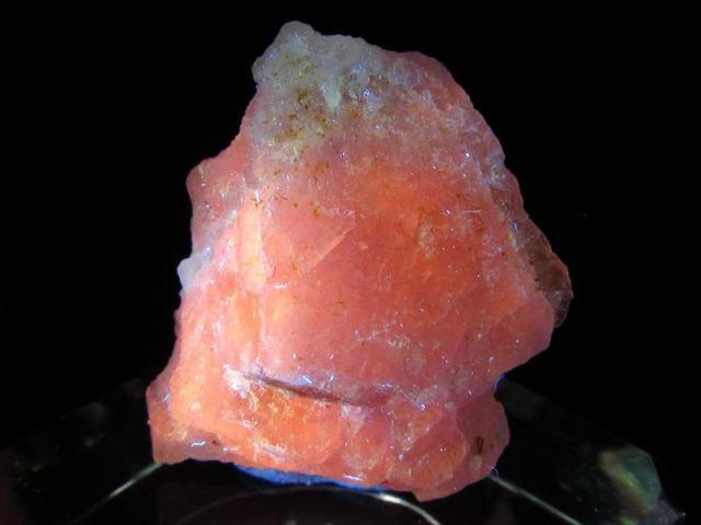 大人気のコレクターストーン くっきり変色 ハックマナイト(ハックマン石)原石 ケース付き 最大幅約19mm 重さ2.1g 紫外線で色が変化する不思議な石 ポジティブ思考を促す石 一点もの アフガニスタン産