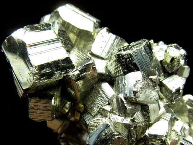 エッジくっきり パイライト(黄鉄鉱) クラスター 最大幅約90mm 重さ 215g ギラギラ 迫力満点 仕事運・金運アップ 1点物 ペルー産