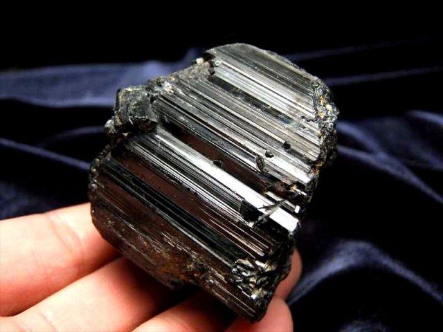 1個売り ブラックトルマリン(電気石)結晶 原石 重さ 280g-300g 心身を浄化・精神との調和 ブラジル産