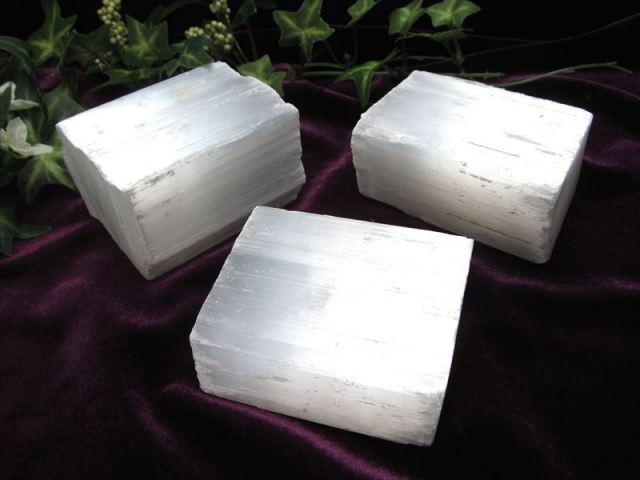 1個売り ナチュラルセレナイト 原石ブロック 重さ約400g-450g ナチュラルな削りだし カルマの浄化・癒しの天然石インテリア 透石膏 聖母マリアのガラス
