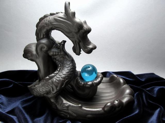 水晶玉付き 龍神 倒流香炉 高さ約185mm 重さ約760g シックなダークブラウンカラー 倒流香 コーンタイプ&スティックタイプ用 大吉開運 龍神デザイン 天然石の浄化やインテリアに