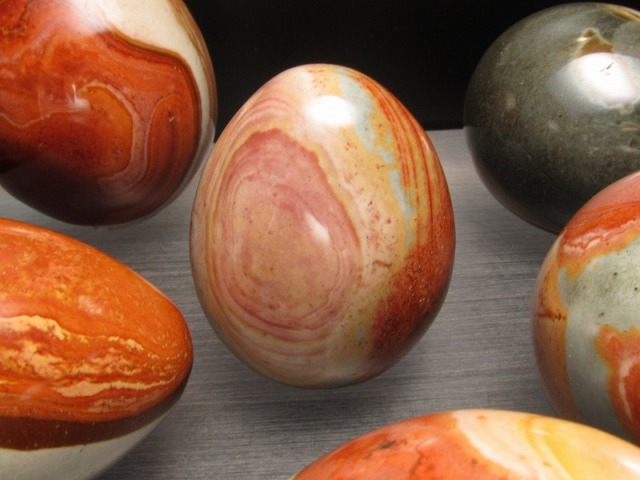 レッドピクチャー ジャスパー エッグ型 置物 重さ約100-120g 1個550円 自然が作り出した風景画 卵型原石 大人気卵型