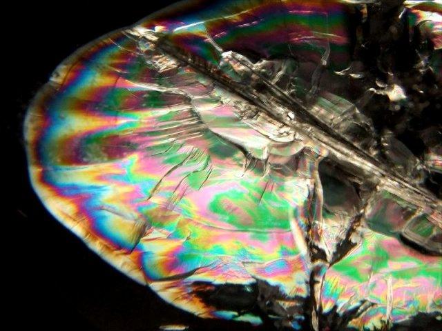 バイヤー厳選 S級 超透明 天然虹入り水晶 丸玉 重さ 603g φ75.9mm 極上天然石 高級木製台座・クリスタル台座と豪華BOX付 ブラジル産