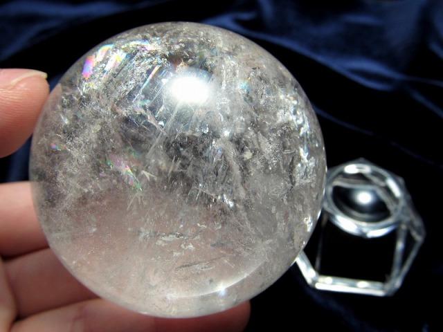 3A 天然水晶 虹入り 丸玉 台座付き 重さ 236g φ55.5mm レインボー水晶 すべての浄化と純粋さの象徴 極上天然石 一点もの ブラジル産