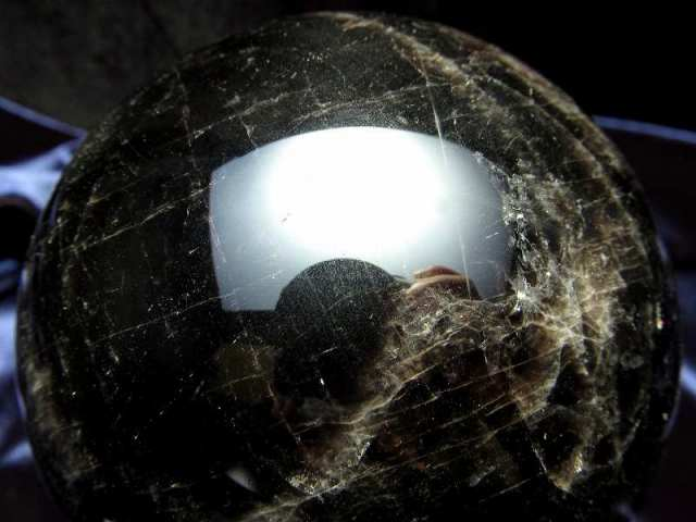 モリオン 黒水晶 丸玉 台座付き 重さ約572g 直径約74.5mm 魔除け 厄除けの黒い水晶 激レア 一点もの チベット産