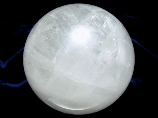龍神の吐く息 虹入り スノーホワイト水晶 丸玉 台座付 φ77mm 重さ 636g 極上天然石 一点もの ブラジル産