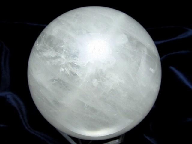 龍神の吐く息 虹入り スノーホワイト水晶 丸玉 台座付 φ72mm 重さ 507g 極上天然石 一点もの ブラジル産