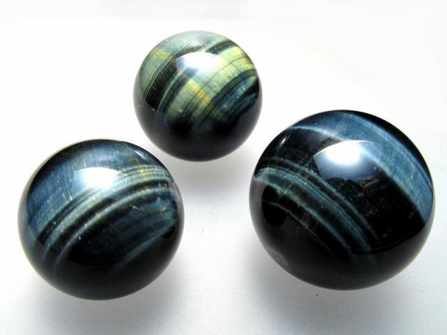 ブルータイガーアイ (ホークスアイ) 丸玉 直径32mm-34mm シャトヤンシー効果 つやつや光沢 鋭い洞察力をもたらす石 南アフリカ産