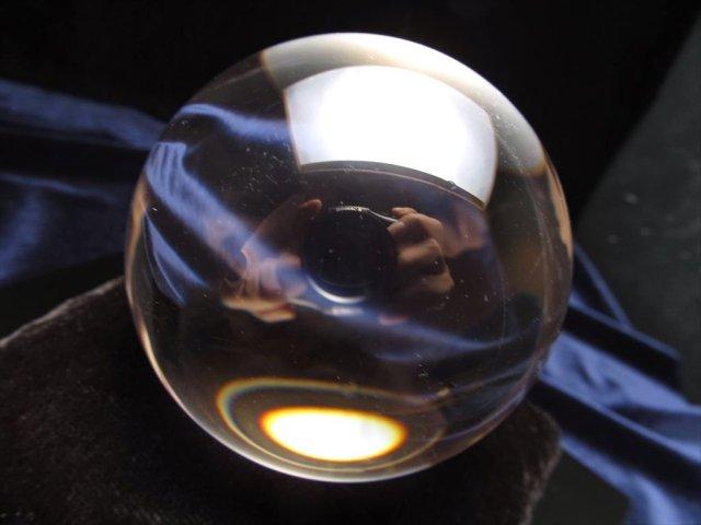 完全透明 一切の曇りなし 極上 天然水晶丸玉置物 直径約67.2mm 厳選1点物 水晶入り座布団付き 鑑別書付属 ブラジル産