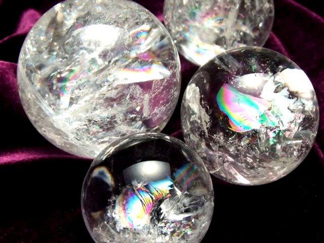 天然虹入り 水晶 丸玉 直径28mm-30mm すべての浄化と純粋さの象徴 お守りにも レインボークォーツ丸玉 ブラジル産
