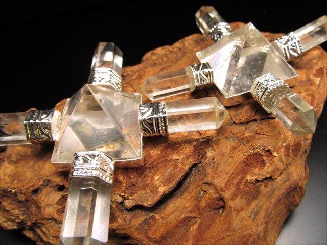 限定入荷! 4本水晶ポイント ピラミッド水晶ジェネレーター 幅約6.5cm 空間の浄化、ブレスレットの浄化にも