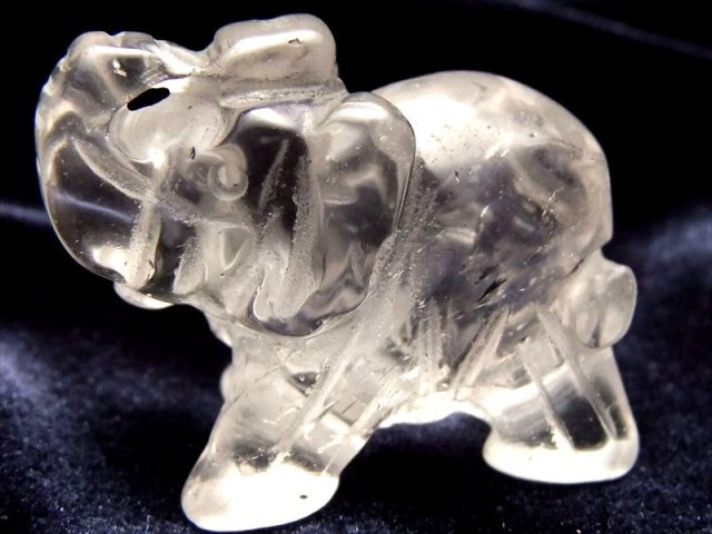 幸運の象徴 天然水晶 象(ゾウ)彫り置物 サイズ 約30mm×40mm前後 仕事で成功を収めたい方へ ブラジル産