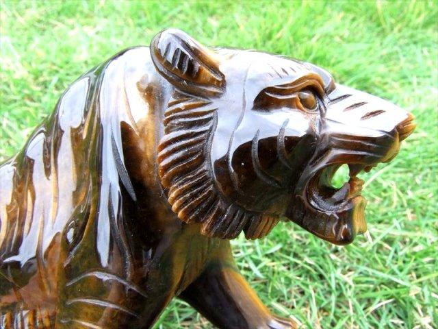 5A 稲妻シラー【ワイルドタイガー(虎彫り)タイガーアイ 彫刻置物】高さ約122mm 約1006g 毛並みまで表現した彫刻 1点物【南アフリカ産】