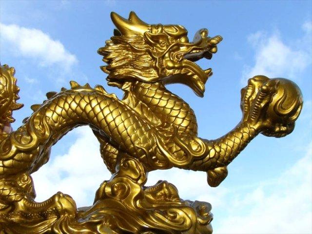 LL(特大)開運 金龍モチーフ 玉持ち龍神(ドラゴン)置物 高さ約175mm 全長約300mm 新春の開運祈願に 金運 財運
