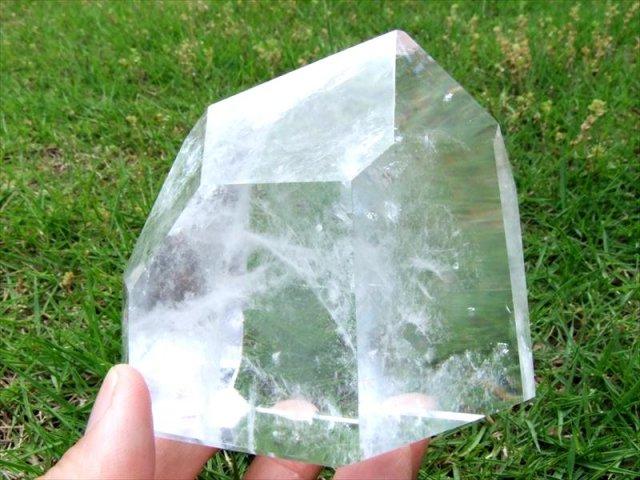 まさに氷の結晶!ロッククリスタル 虹入り 不定形 天然水晶ポリッシュ 原石置物 最大幅約99mm 重さ約610g ブラジル産